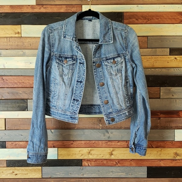 548ef1babd American Eagle Outfitters Jackets   Blazers - American Eagle distressed  cropped jean jacket.